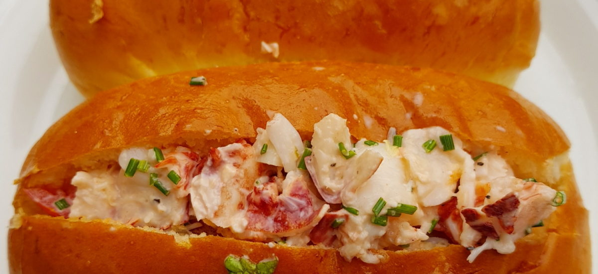 Homáros Szendvics (Lobster Roll)